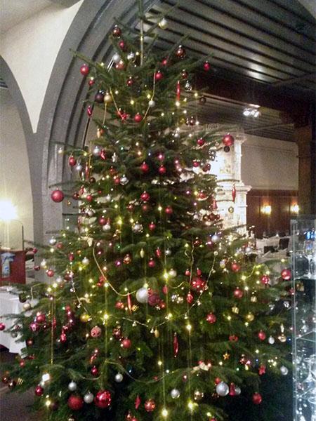 Weihnachtsbaum Basel Safran Zunft